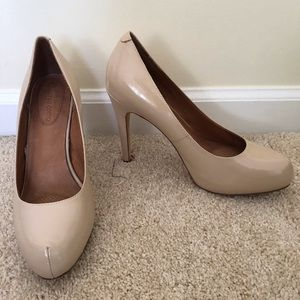 Nude patent leather Corso Como pumps